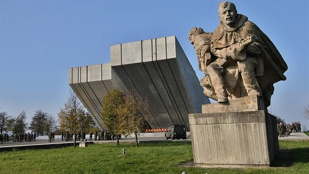 Památník 2.světové války vHrabyni.