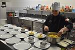 V gastrocentru Opava vařili kuchaři z Ukrajiny, Maďarska, Srbska a Slovenska.