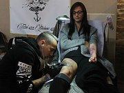 Kostel svatého Václava v centru Opavy se během pátku a soboty nesl v duchu tetování. Uskutečnil se zde totiž v pořadí už dvanáctý ročník Tattoo Session Silesia.