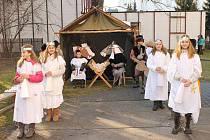 Ani letos nepřerušili žáci Základní školy T. G. Masaryka v Opavě pětiletou tradici a opět na motivy této události připravili živý betlém.