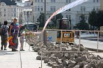 Zastávka Divadlo ve směru k nemocnici je dočasně přemístěna blíže do prostoru Horního náměstí. Důvodem je oprava zastávkových zálivů.