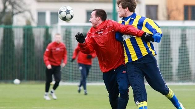 Ján Moravčík (v červeném)