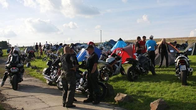 Do areálu pustopolomských dobrovolných hasičů o víkendu zavítalo zhruba 600 fanoušků motorek a rockové muziky.