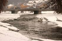 Moravice před mostem v Hradci nad Moravicí.