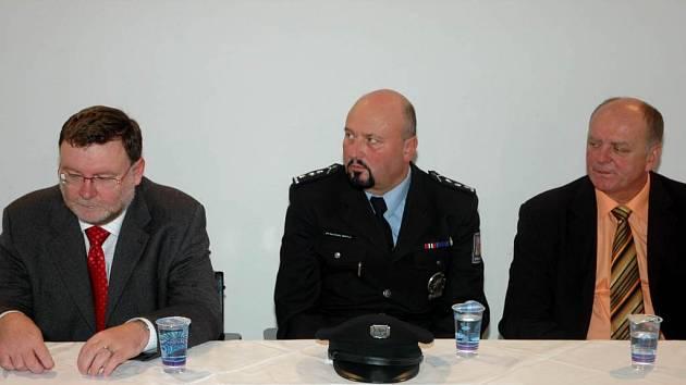 Policisté v Opavě. V rámci kongresu proběhla tisková konference.