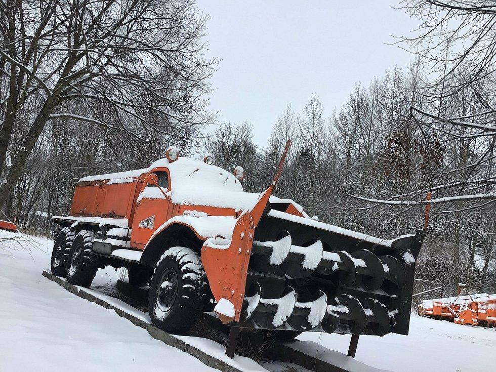 Zima na Opavsku a Vítkovsku.  Ruská mašina Zil