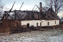 Požár střechy, podkroví a garáže rodinného domku v Moravici.