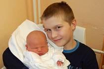 """Eliáš Arleth se narodil 11. ledna, vážil 4,02 kg a měřil 51 cm. """"Doma už se na miminko těší brácha Jirka. Miminku přejeme hlavně zdraví, štěstí a lásku,"""" podotkla maminka Michaela Šimčíková a tatínek Vlastimil Arleth z Opavy."""