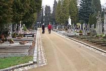Mlatové chodníky jsou problematické především po deštích.