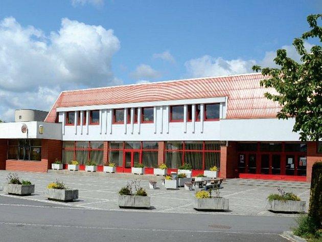 Kulturní dům v Dolním Benešově se stavěl přibližně dva a půl roku. I dnes patří k významným střediskům ve městě.