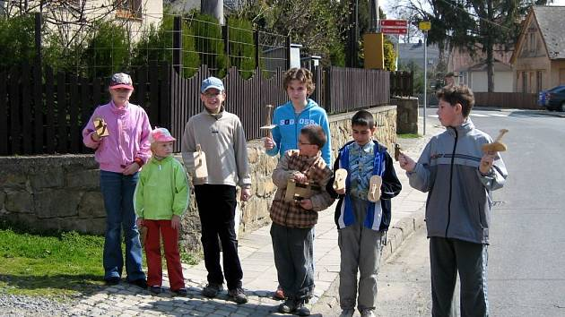Velikonoční klepotání je jedna z dolnoživotických tradic, jejíž počátky nepamatují ani nejstarší obyvatelé obce.