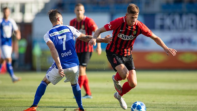 FK Mladá Boleslav - SFC ,18. srpna 2018. Na snímku Jaroslav Diviš (FK Mladá Boleslav) a Matěj Helebrand (SFC Opava).