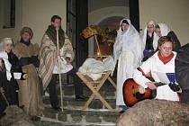Živý betlém v Hlubočci. Zpívalo se a vyprávělo.