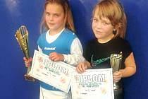 Naděje hradeckého tenisu Karolína Heiderová (vpravo) skončila druhá na prestižním turnaji v Prostějově.