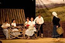 Bačova dcera je název prvního představení letošního, již pětapadesátého ročníku Těškovického jara, což je divadelní přehlídka, ve které se každoročně představuje řada ochotnických souborů z blízkého i vzdáleného okolí.