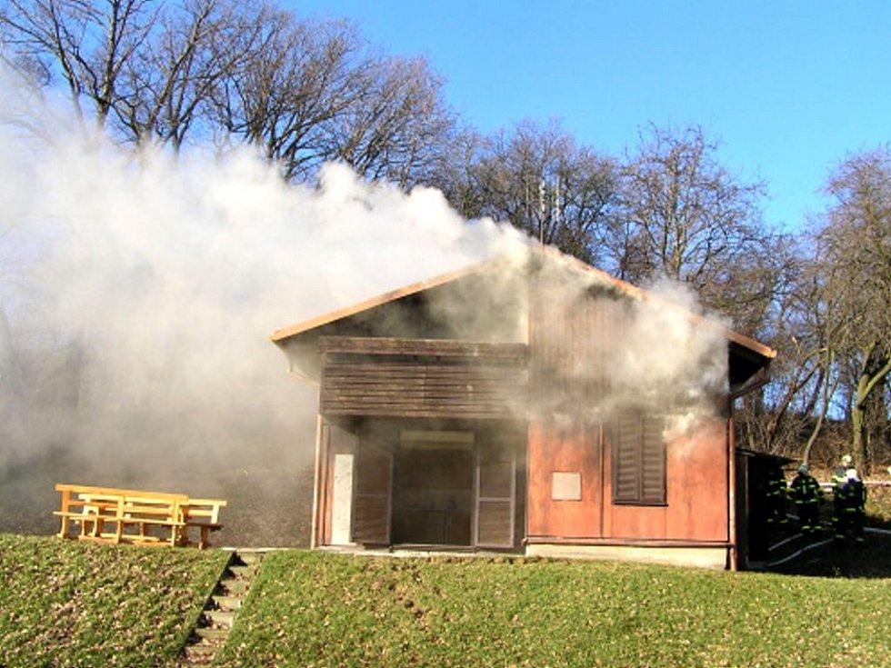 Požár chaty v Suchých Lazcích.