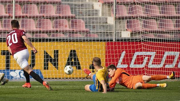Sparťanský útočník Adam Hložek zařídil výhru nad Opavou (4:2) třemi góly a jednou asistencí.