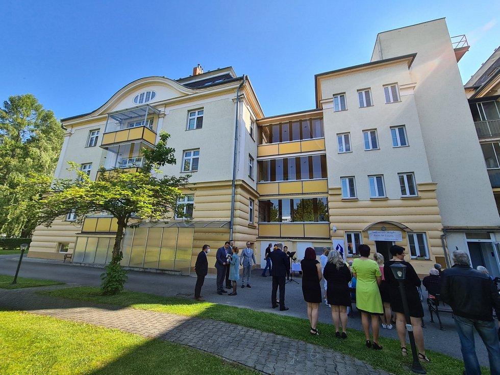 Nové pokoje i kanceláře, větší komfort i bezpečnost klientů i zaměstnanců. To nyní přináší dvacetimilionová investice do přestavby půdních prostor v Domově Bílá Opava.