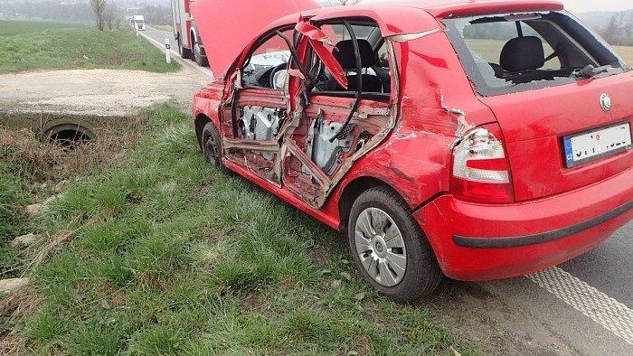V pondělí 12. dubna odpoledne zasahovaly dvě jednotky hasičů z Hlučína (HZS MSK a SDH) u nehody tří vozidel v Kozmicích v okrese Opava.