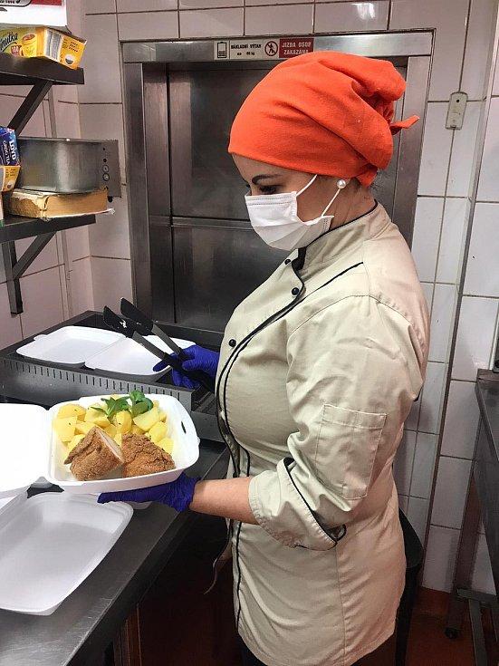 V omezeném provozu funguje i kuchyně U Labužníka.