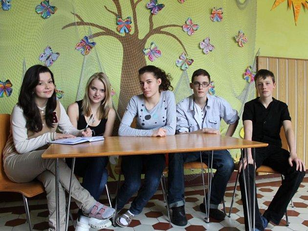Sabina Vavrečková, Anna Kaštovská, Kristýna Tomášová, Jan Škrobánek a Jiří Brňák mají o svém budoucím povolání jasno. Někteří se poradili s rodiči, jiní si šli tvrdě za svým. O jejich osudu ale rozhodnou až přijímací zkoušky.