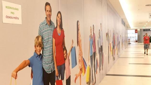 Sem, na jednu z chodeb v prvním patře obchodně-společenského centra Breda&Weinstein, se v budoucnu přestěhuje z centra Opavy hlavní pošta. Přesný termín zatím nebyl určen.