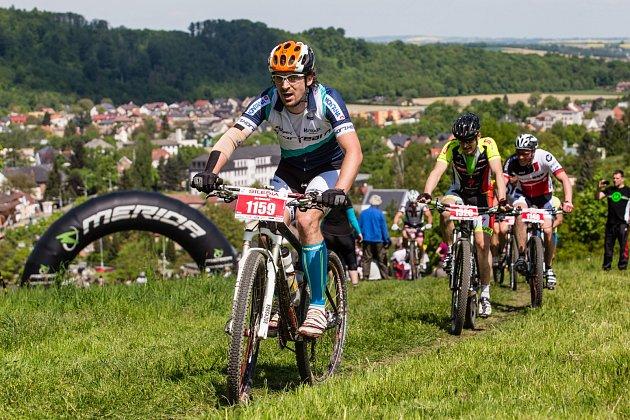 Teplé jarní počasí minulých dnů vyhnalo na kola řadu cyklistů také na Opavsku. Někteří využívají cyklostezky, jiní upřednostňují jízdu vterénu. Početná skupina se určitě zúčastní inejvětšího místního cyklistického Silesia Bike Maratonu.