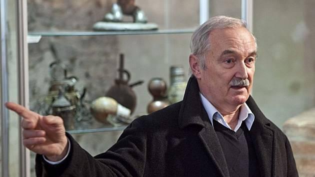 Jiří Blata během komentované prohlídky v Domě umění.