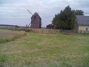 Hlavnický větrný mlýn v roce 2011.