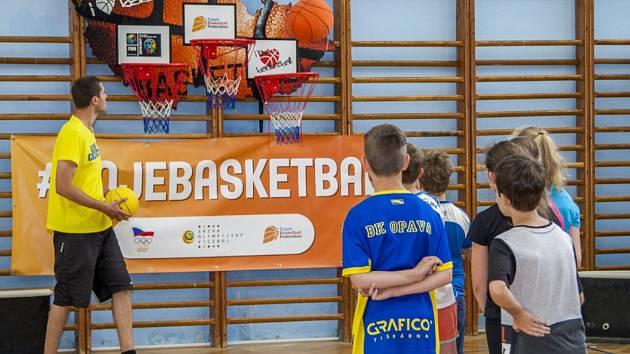 Velká basketbalová roadshow se konala v tělocvičně Základní školy Otické v Opavě.