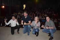 Plný sál místního kina, zajímaví hosté od koní v čele s žokejem Markem Stromským a Radkem Holčákem. Tak vypadal páteční večer ve Štěpánkovicích.