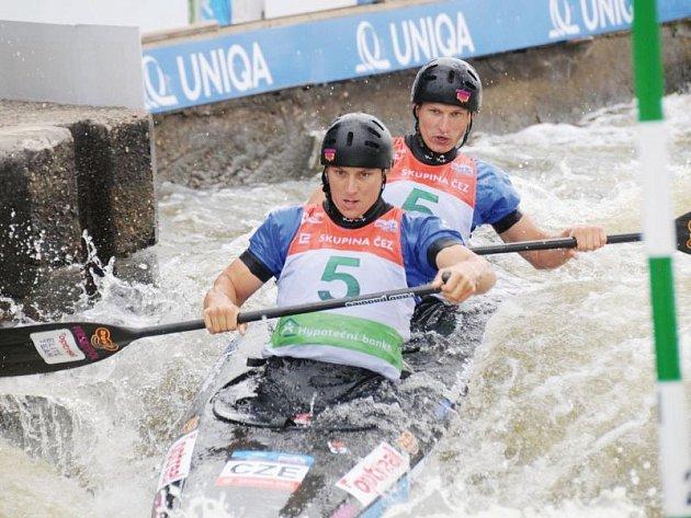 Opavským deblířům Jonáši Kašparovi a Marku Šindlerovi se v individuální kategorii na Slovensku nedařilo, vypadli už v semifinále.