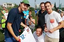 Na Pospěch Cupu se dražil také reprezentační dres Zdeňka Pospěcha (vpravo).