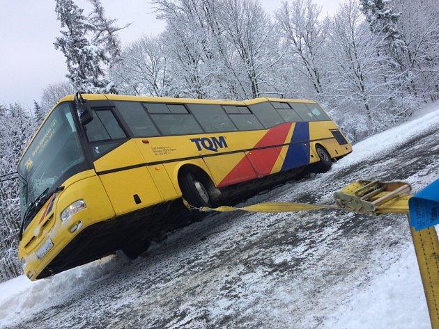 Dopravní nehoda linkového autobusu v Kyjovicích.