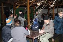 Na přehradě se sešli v silvestrovský den odpoledne obyvatelé Melče a okolí, aby stejně jako každý rok společně oslavili konec starého a zároveň příchod nového roku.