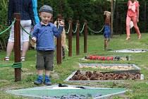 Děti docházející do Mateřské školy Riegrova v Opavě mají od nynějška k dispozici zahradu plnou nových atrakcí.