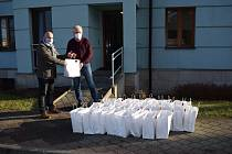 Předání vánočních dárků v Domově sv. Hedviky.