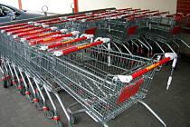 Krádeže vozíků. S těmi se potýkají všechna nákupní centra.