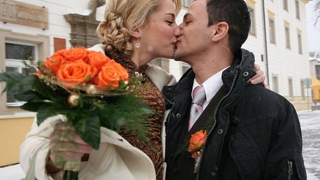 Než svatba v květnu, tak to raději v zimě. Pověra říká, že květnové svatby štěstí nepřinášejí.