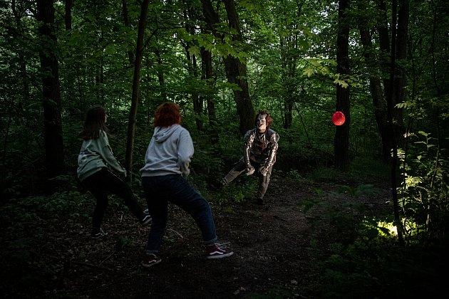 Hororová stezka odvahy na které se účastníci setkali shvězdami kultovních hororových filmů proběhla 22.května 2021vOpavě.