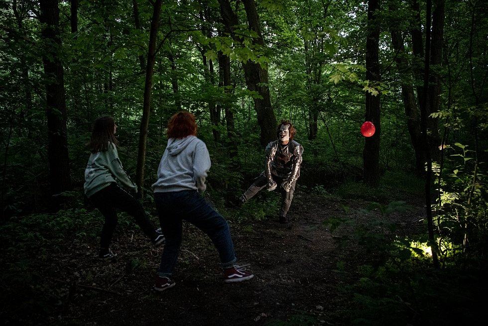 Hororová stezka odvahy na které se účastníci setkali s hvězdami kultovních hororových filmů proběhla 22. května 2021 v Opavě.