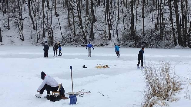 Lidé na Opavsku si opět užívají zimní radovánky, únor 2021.
