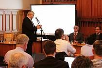Zastupitelé na svém náhradním jednání 20. prosince znovu probírali výstavbu bytového domu pro seniory na Hálkově ulici v Opavě.