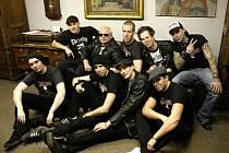 Opavská kapela Proti směru (na fotografii s pražskými punkrockery ze skupiny The Fialky)