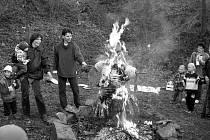 Pálení čarodějnic řadí ve Vršovicích k nově zavedeným tradicím.
