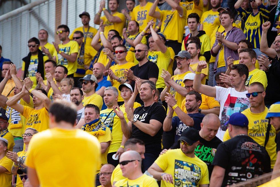 Zápas 27. kola Fortuna národní ligy mezi FK Olympia Praha a SFC Opava hrané v Praze 12. května 2018. Fanoušci SFC Opava.