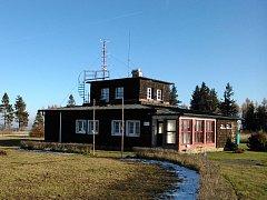 Opavsko má svou profesionální meteorologickou stanici. Aby se k ní člověk dostal, je třeba projít lesy na pomezí Vojenského prostoru Libavá a opavského okresu nedaleko Budišova nad Budišovkou.