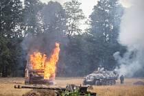 Tuhý a nemilosrdný boj, který byl na konci druhé světové války sveden ve Velkých Hošticích, byl tento víkend připomenut vojenskou rekonstrukcí.