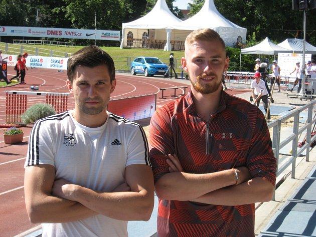 Nový mistr mistr republiky v trojskoku Lukáš Kunc (vlevo) společně s bronzovým oddílovým kolegou Jiřím Zemanem po závodě v jihočeském Táboře.