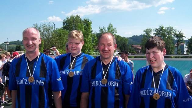 Vítězný tým z Marianum v Opavě. První místo si odvezl z Regionální olympiády v Šumperku.